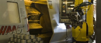 Tornio e robot/Lathe machine and robot